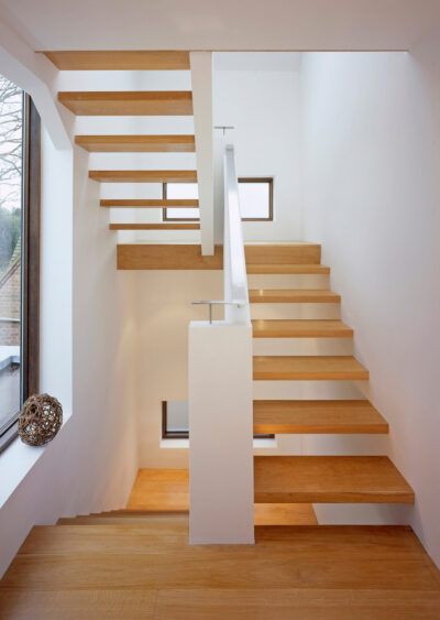 SMALL MAIN STAIR